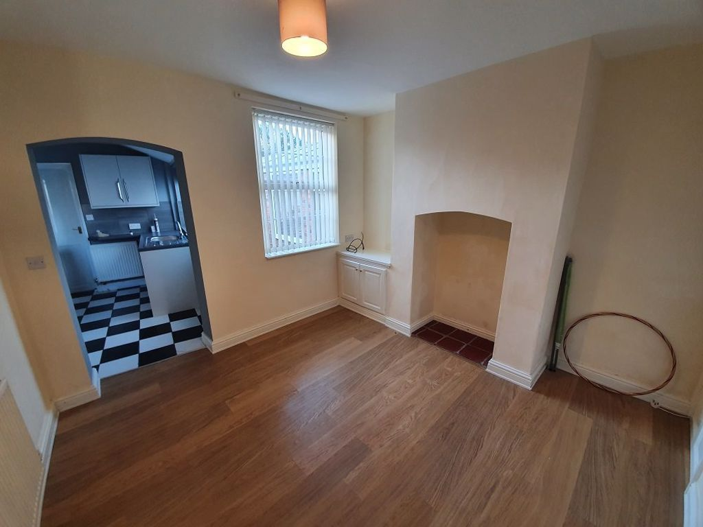 2 bed  to rent in Lye 3