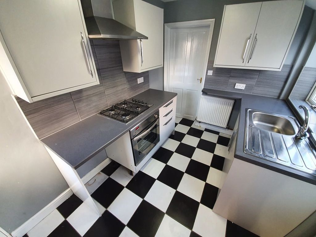 2 bed  to rent in Lye 4