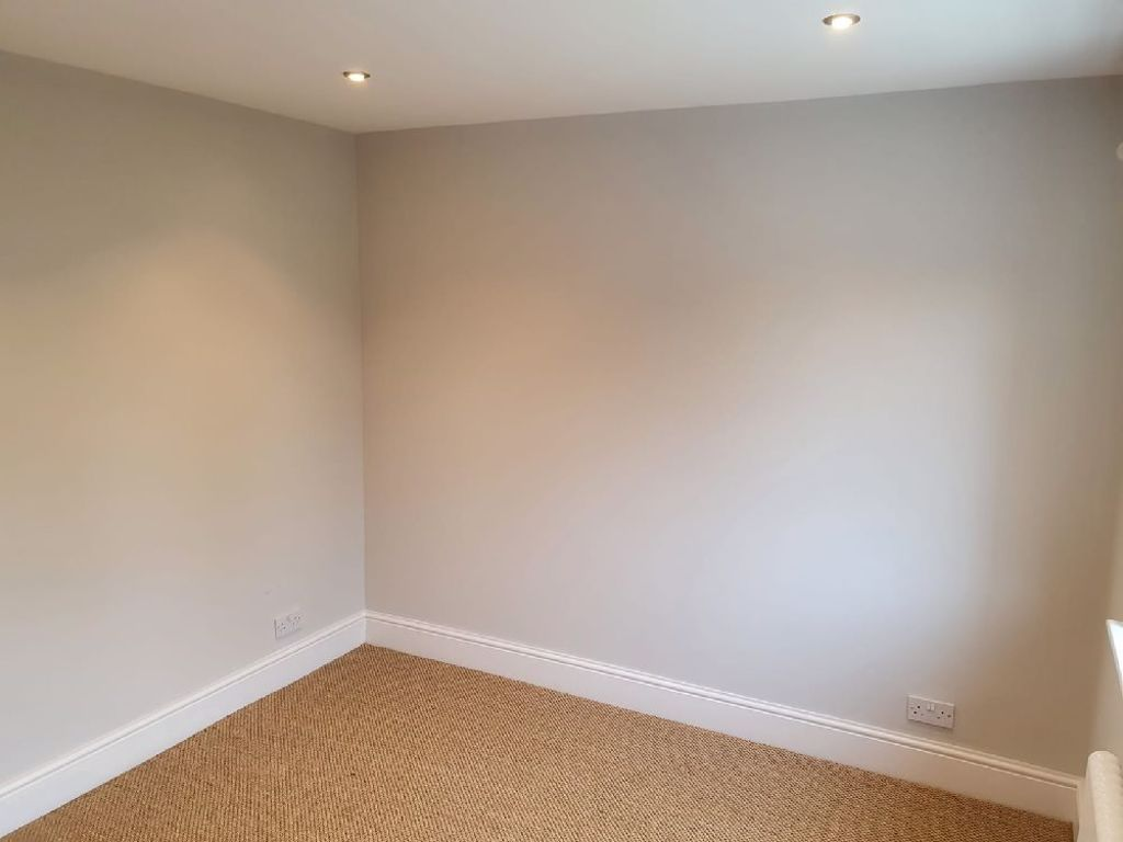 3 bed  to rent in Oldswinford 6