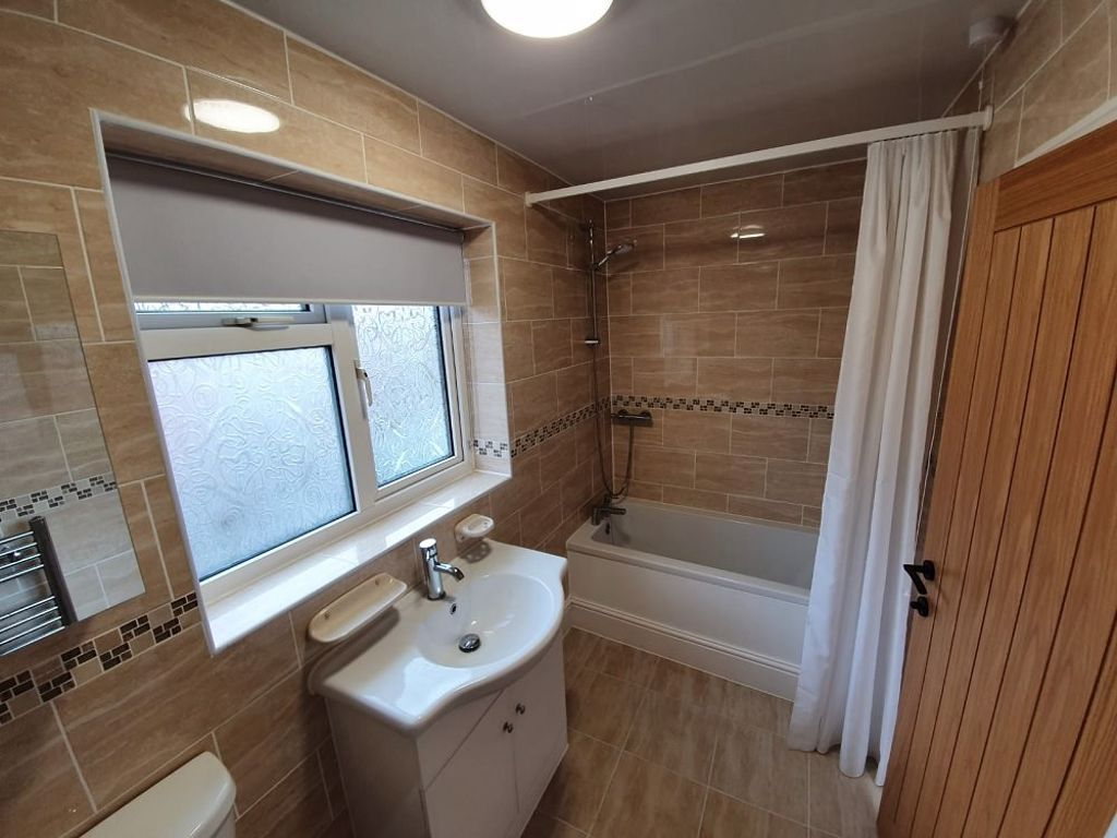 3 bed  to rent in Oldswinford 8