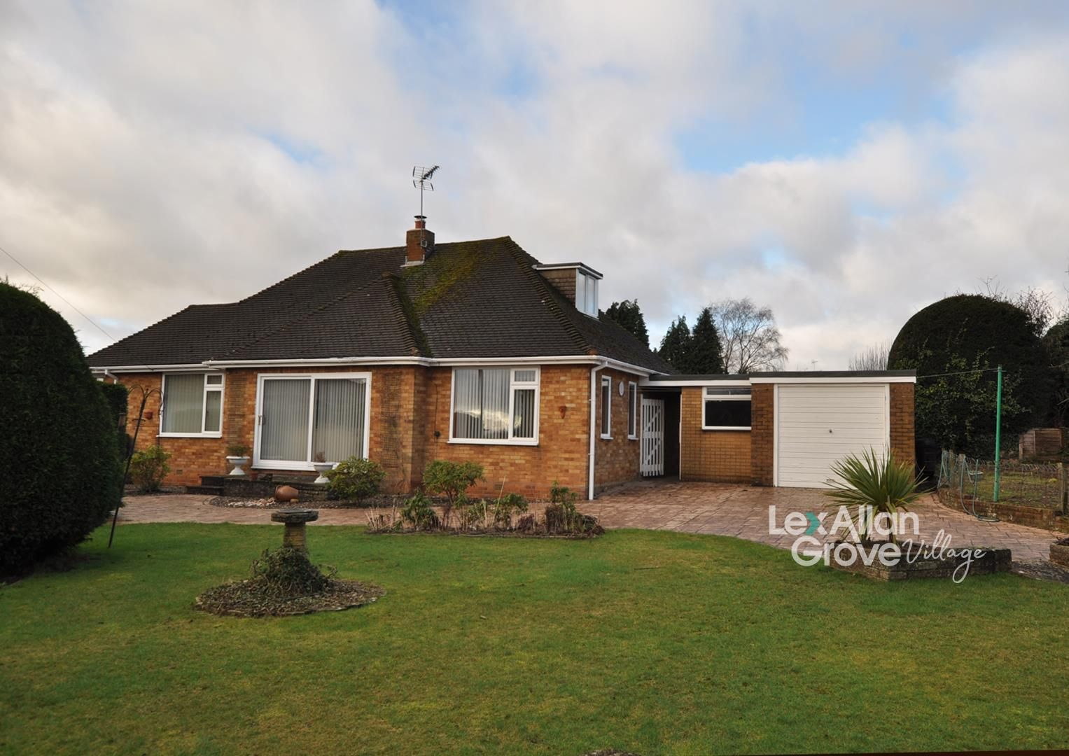 3 bed detached-bungalow for sale in Hagley, DY8