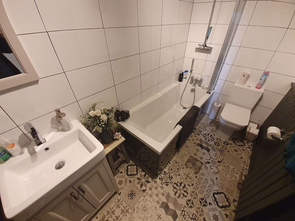 2 bed  to rent  - Property Image 6