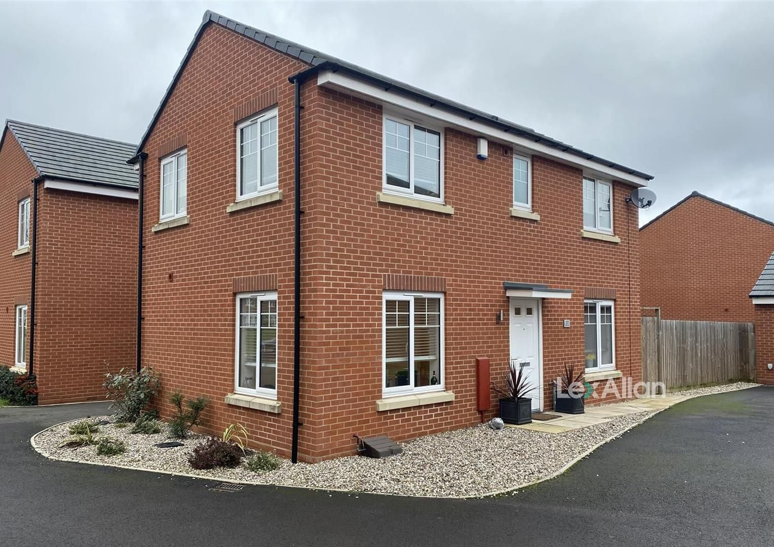 3 bed detached for sale in Wollaston, DY8