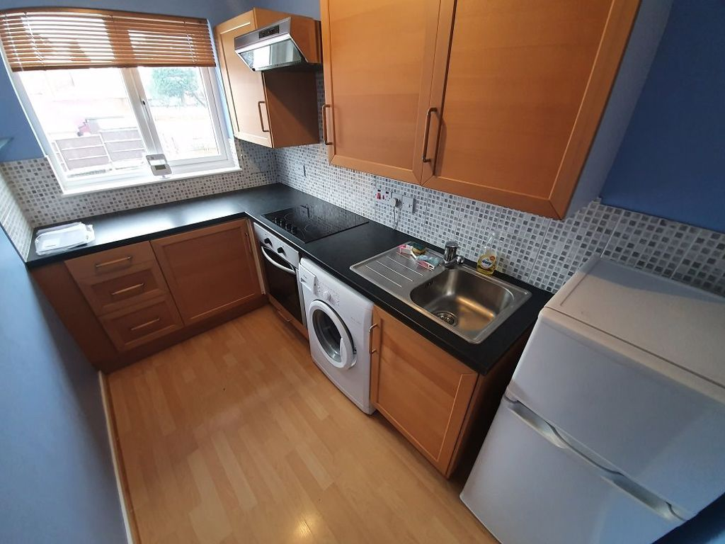 1 bed  to rent in Halesowen,  - Property Image 2