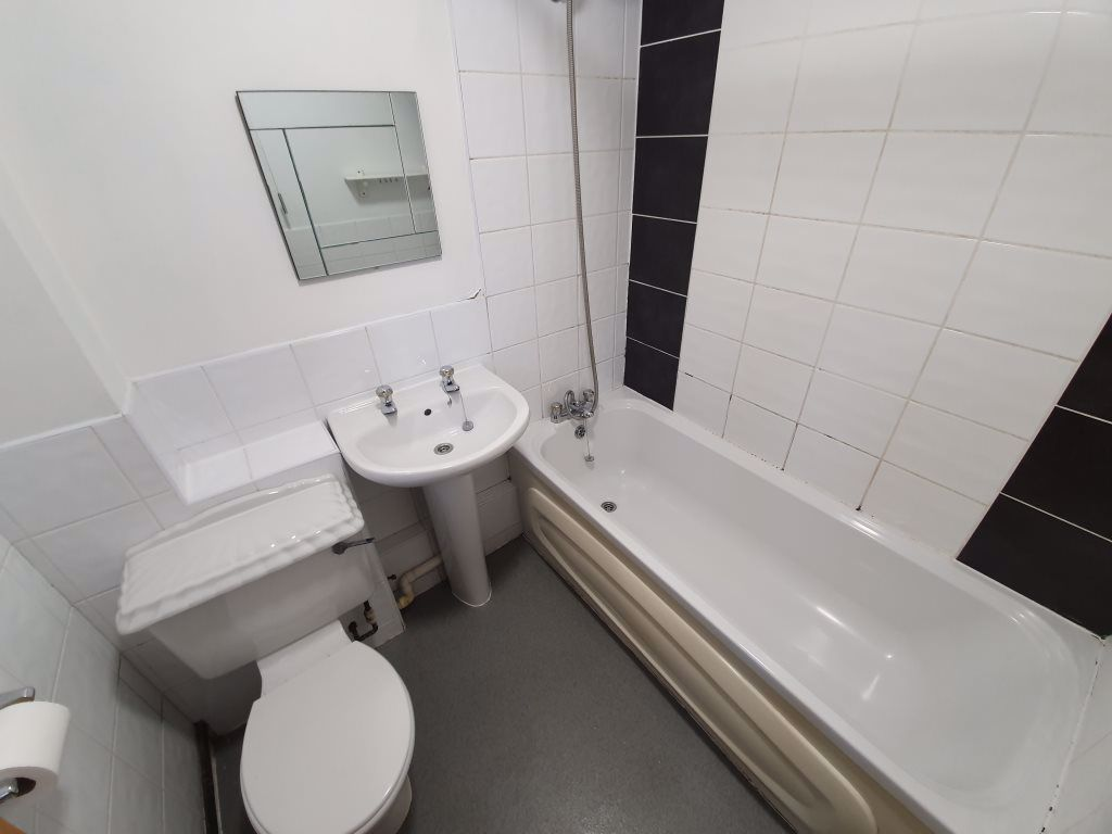 2 bed  to rent in Edwin Crescent, 6