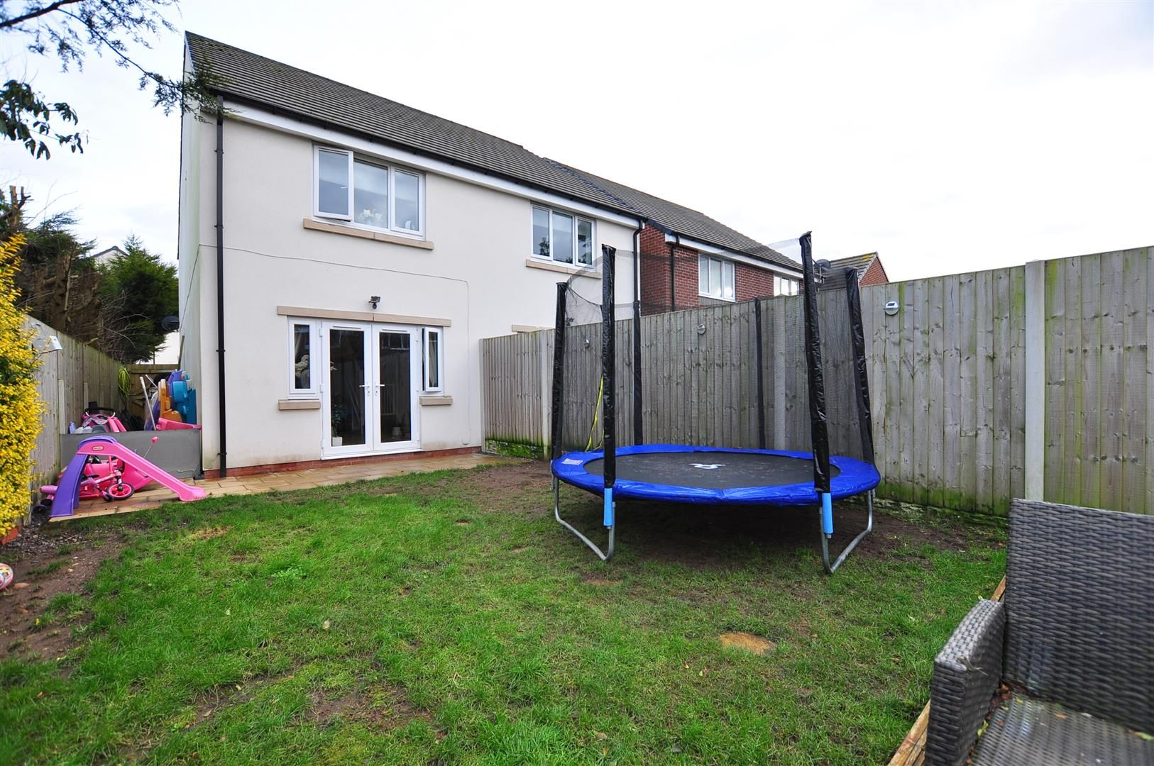 2 bed semi-detached for sale 15