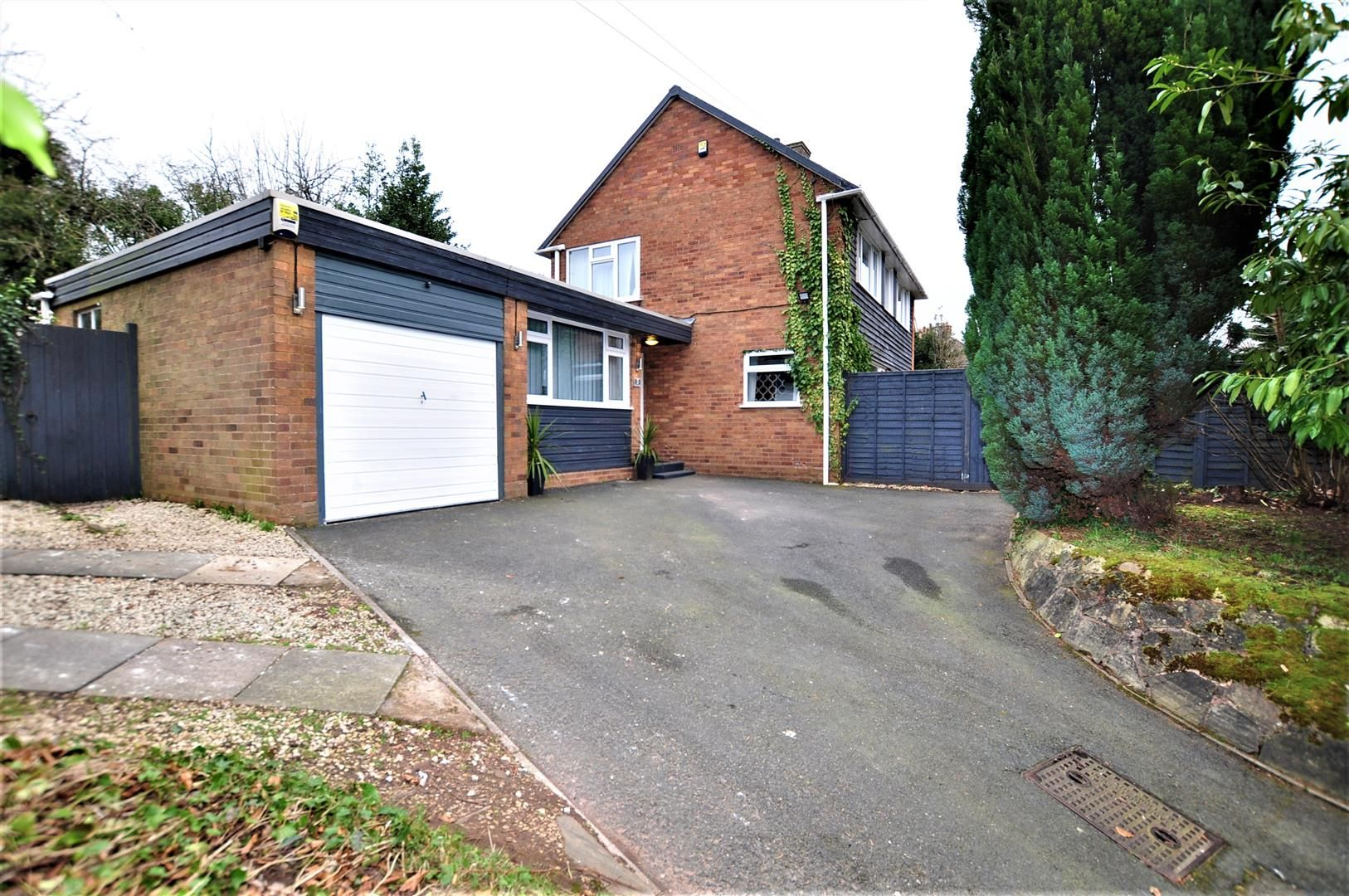 3 bed detached for sale in Hagley 14