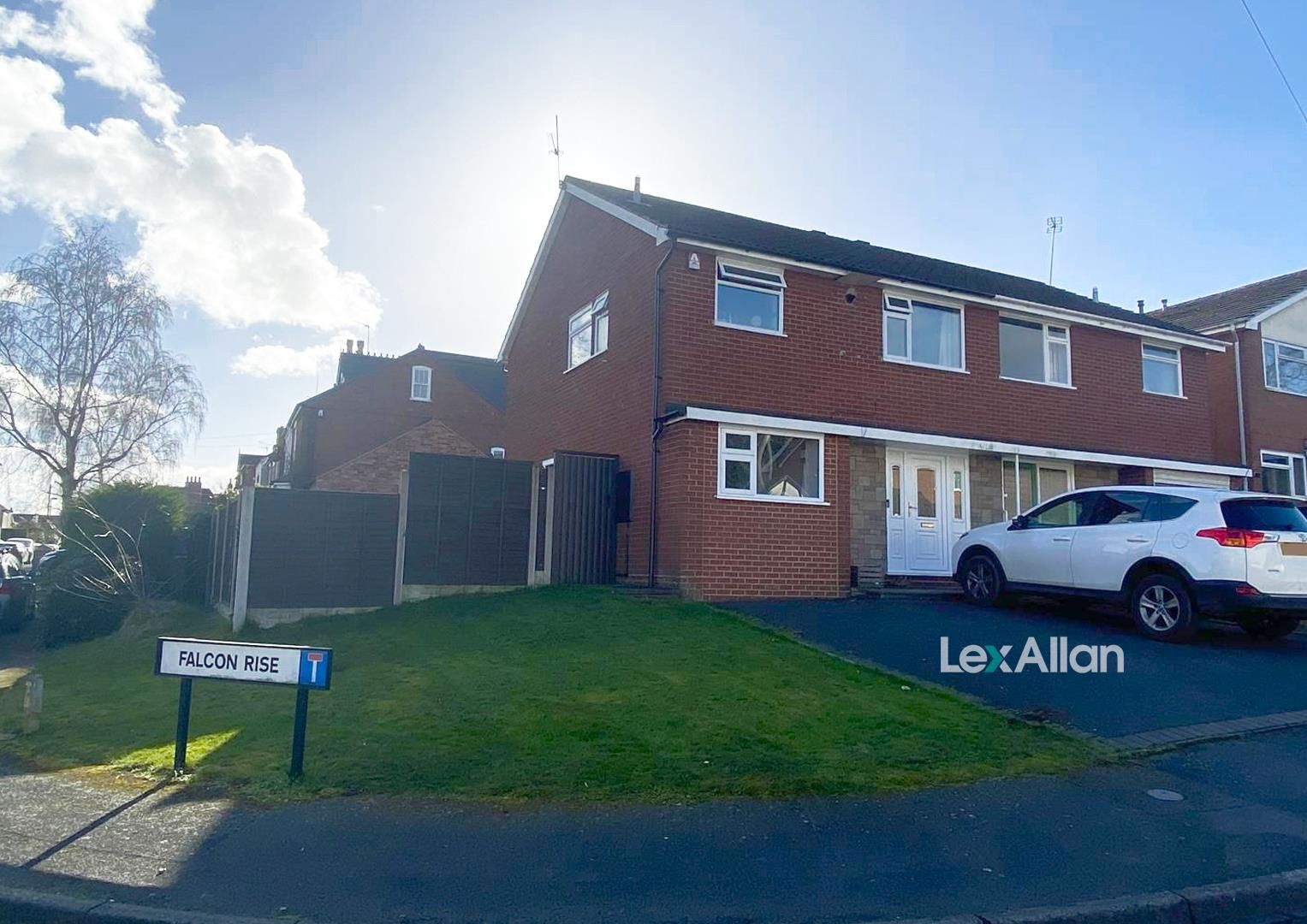 3 bed semi-detached for sale in Wollaston, DY8