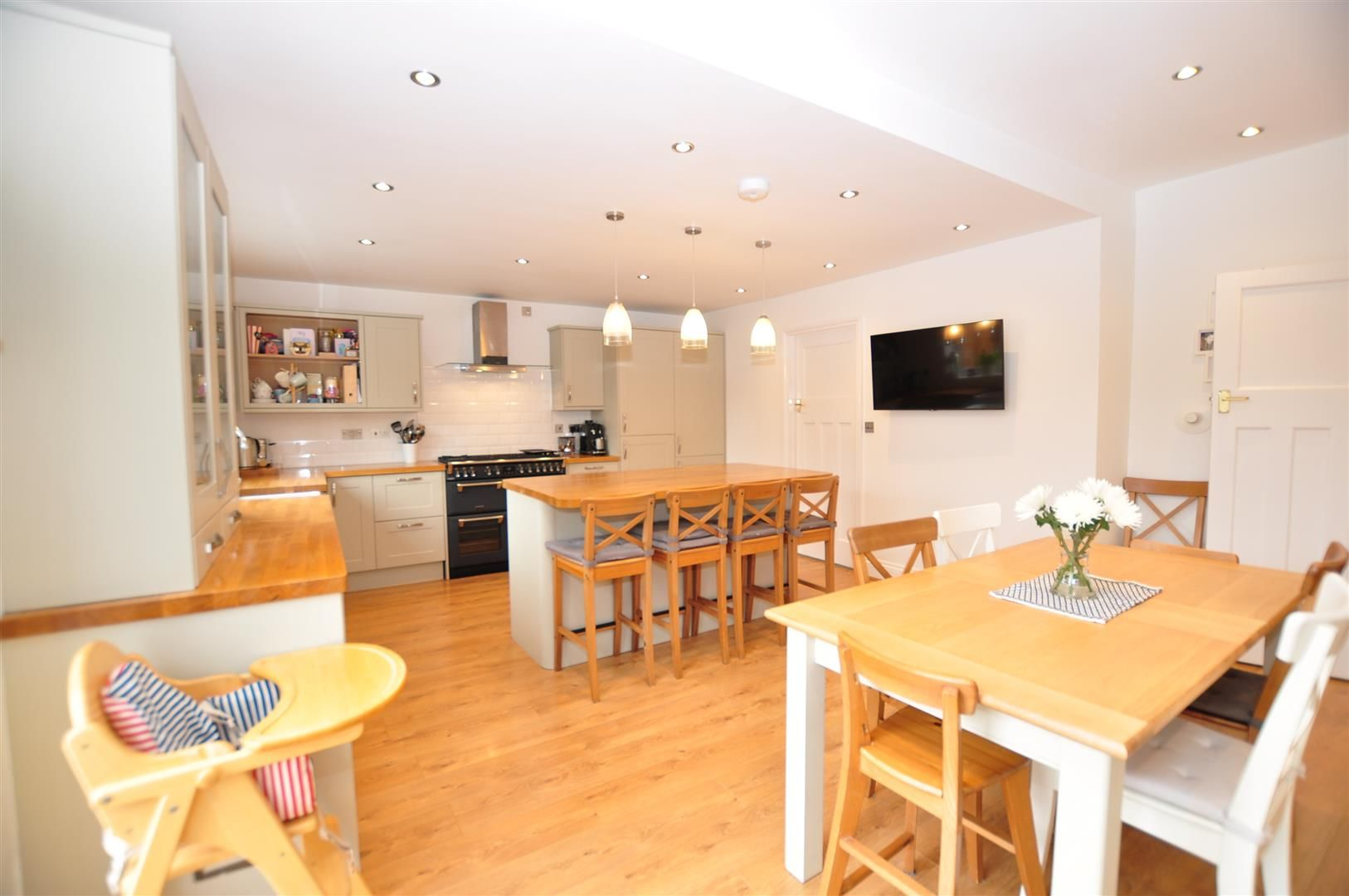 4 bed semi-detached for sale  - Property Image 4