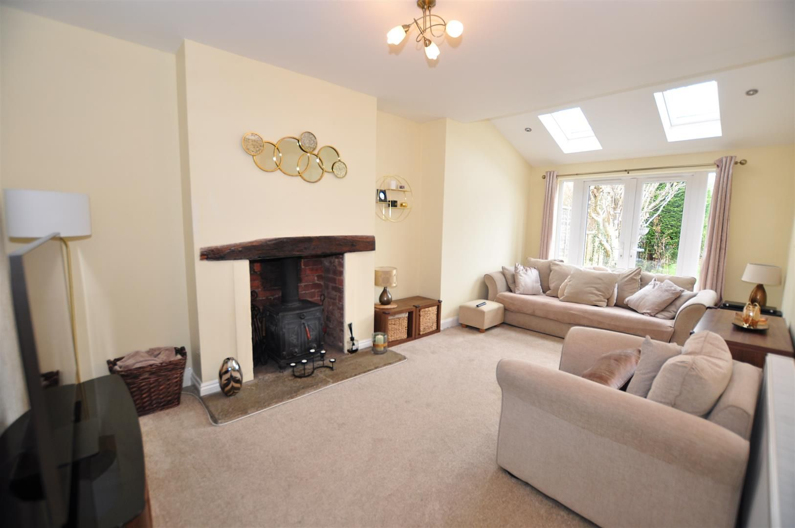 4 bed semi-detached for sale  - Property Image 9