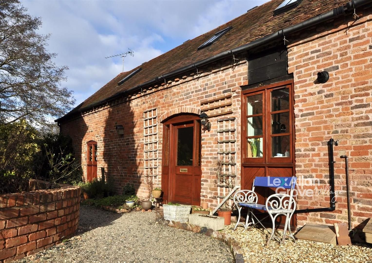 2 bed barn-conversion for sale in Clent, DY9