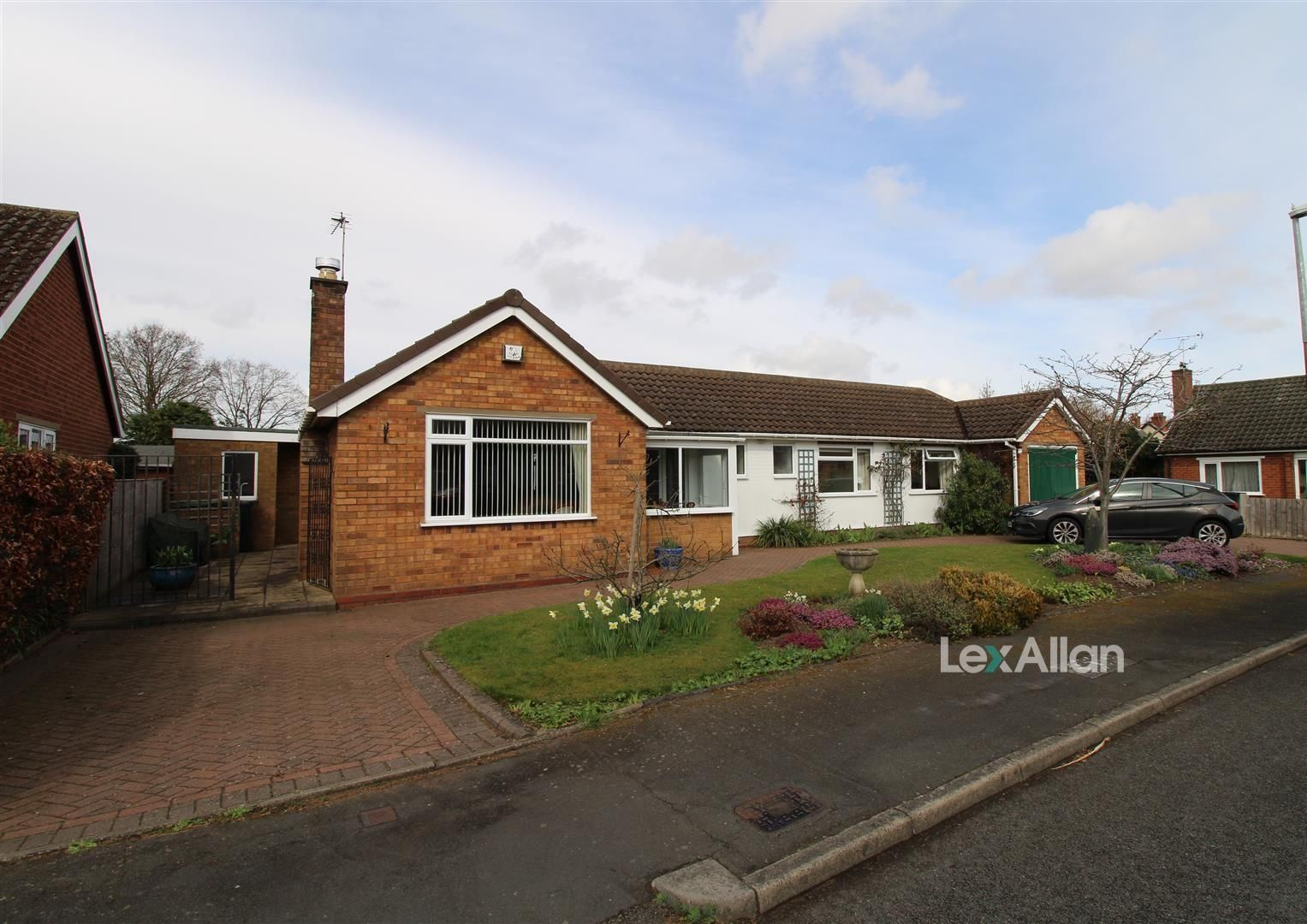 3 bed detached-bungalow for sale, DY8