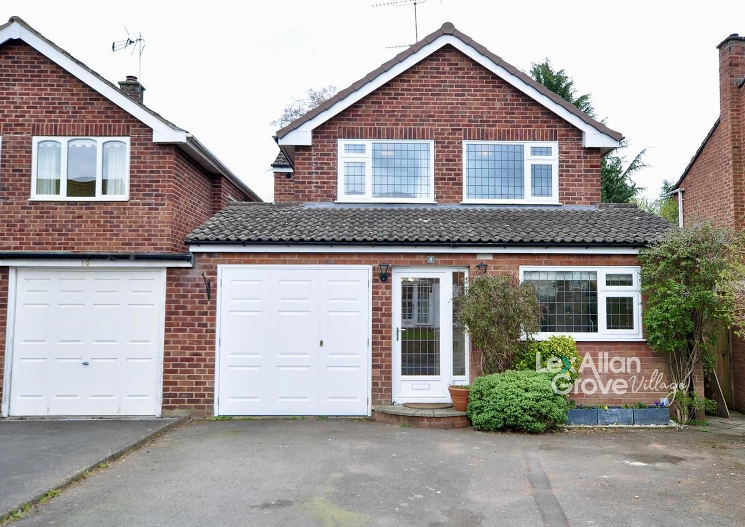 4 bed link-detached-house for sale in Hagley 1