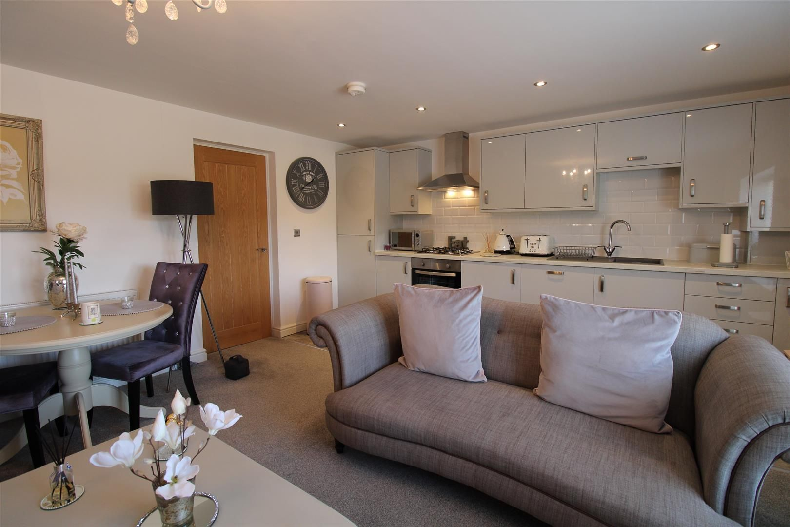 2 bed apartment for sale in Swindon 2