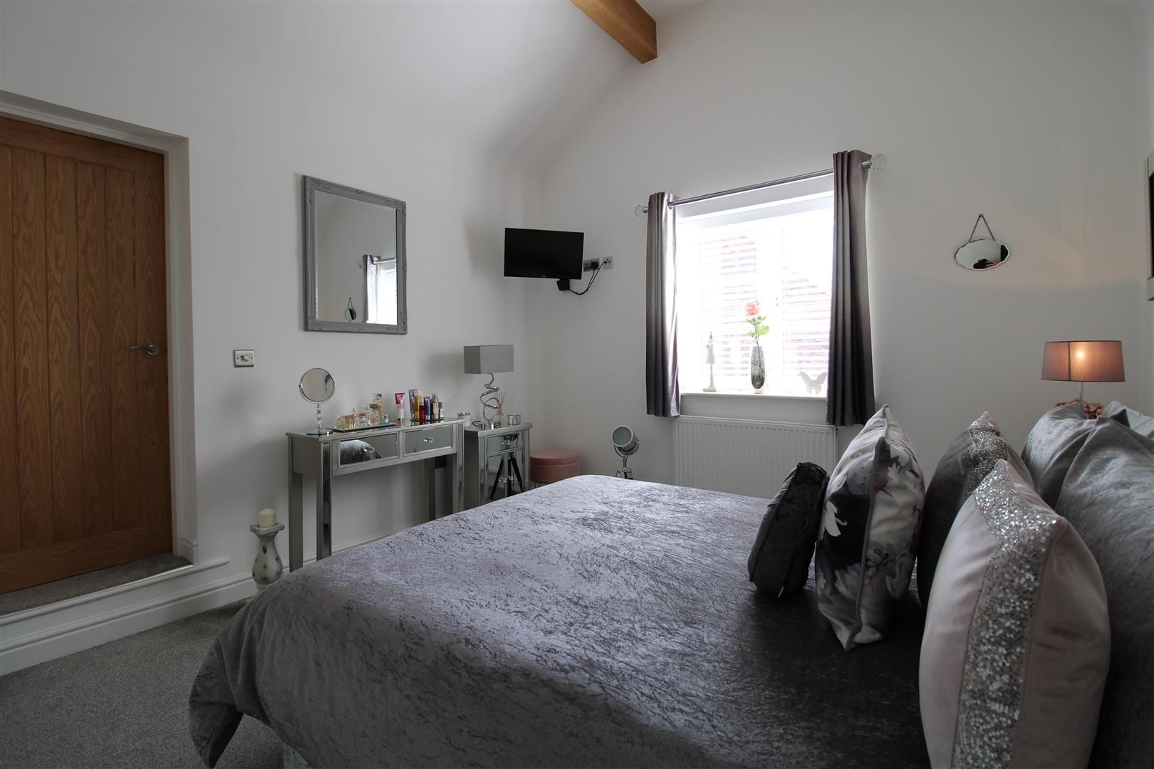 2 bed apartment for sale in Swindon 11