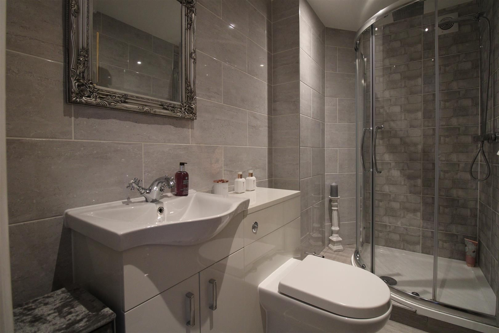 2 bed apartment for sale in Swindon  - Property Image 14