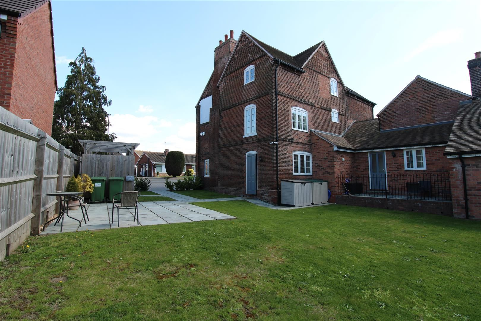 2 bed apartment for sale in Swindon 18