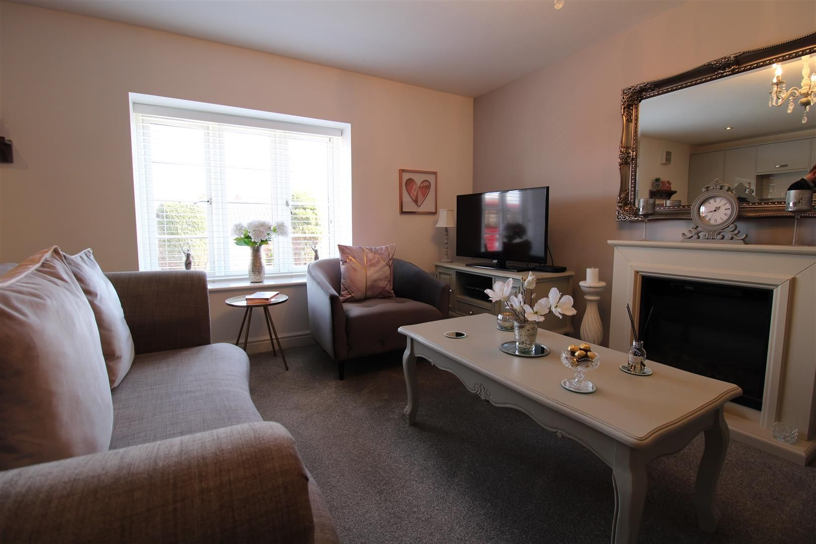 2 bed apartment for sale in Swindon 4