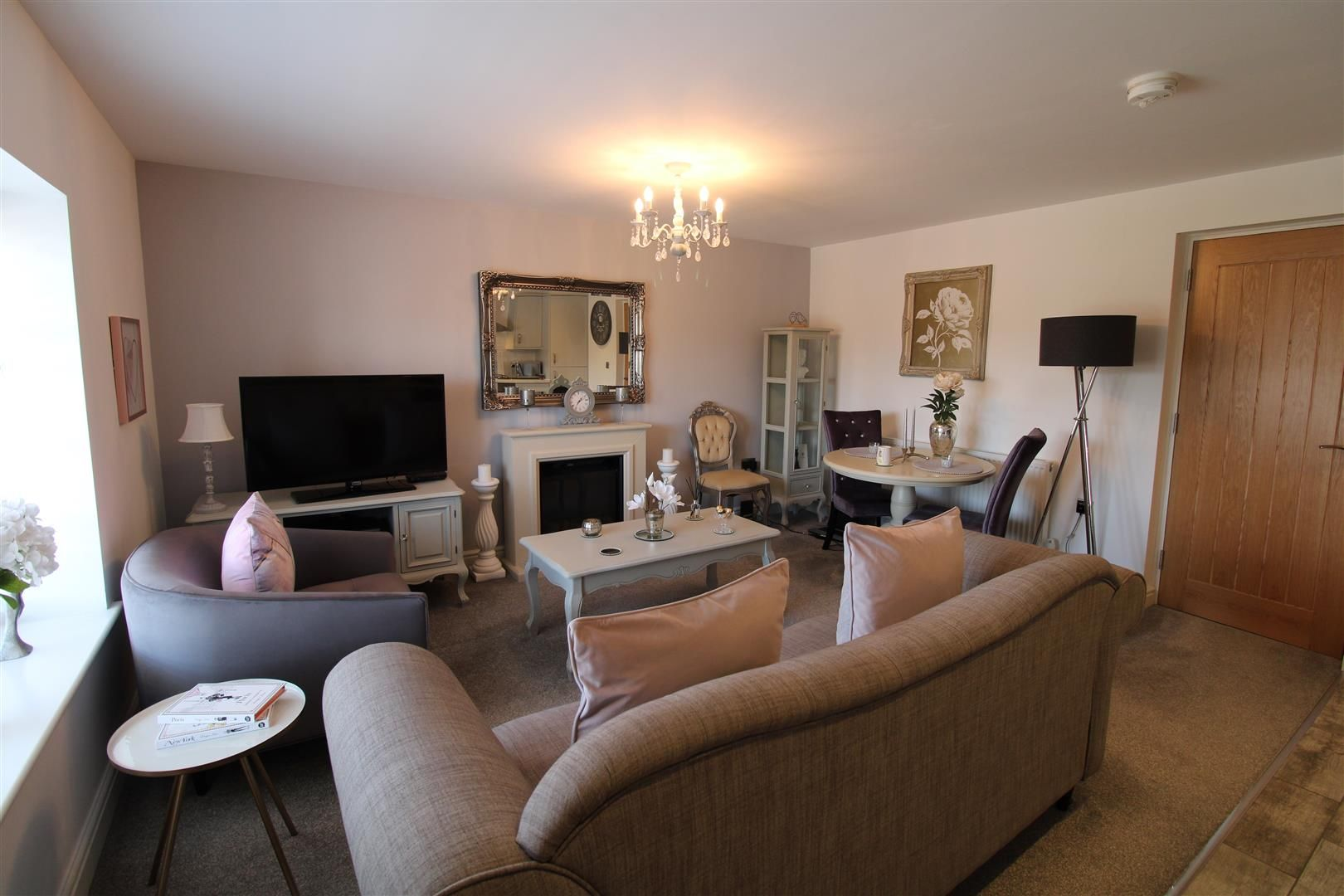 2 bed apartment for sale in Swindon 5