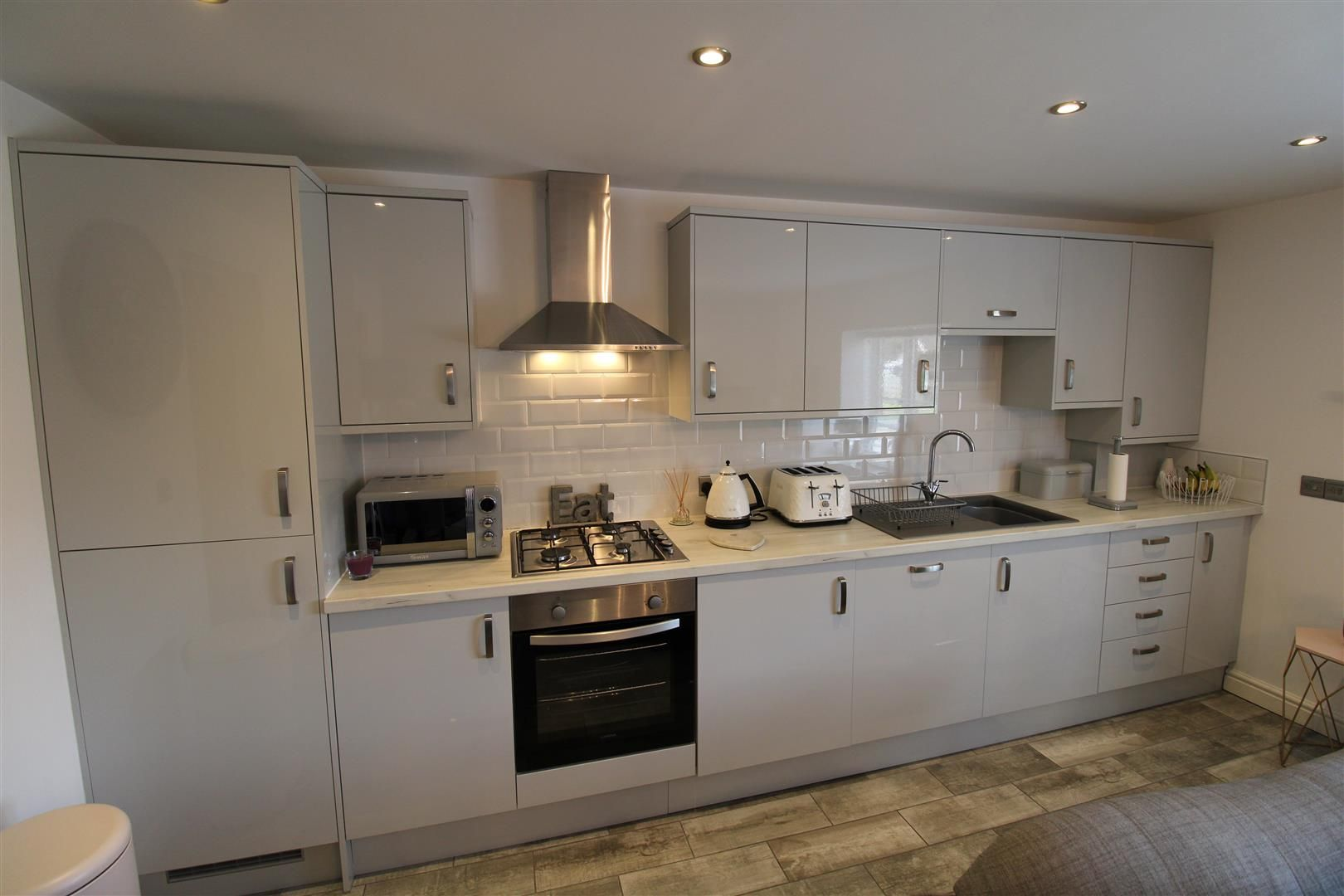 2 bed apartment for sale in Swindon 6