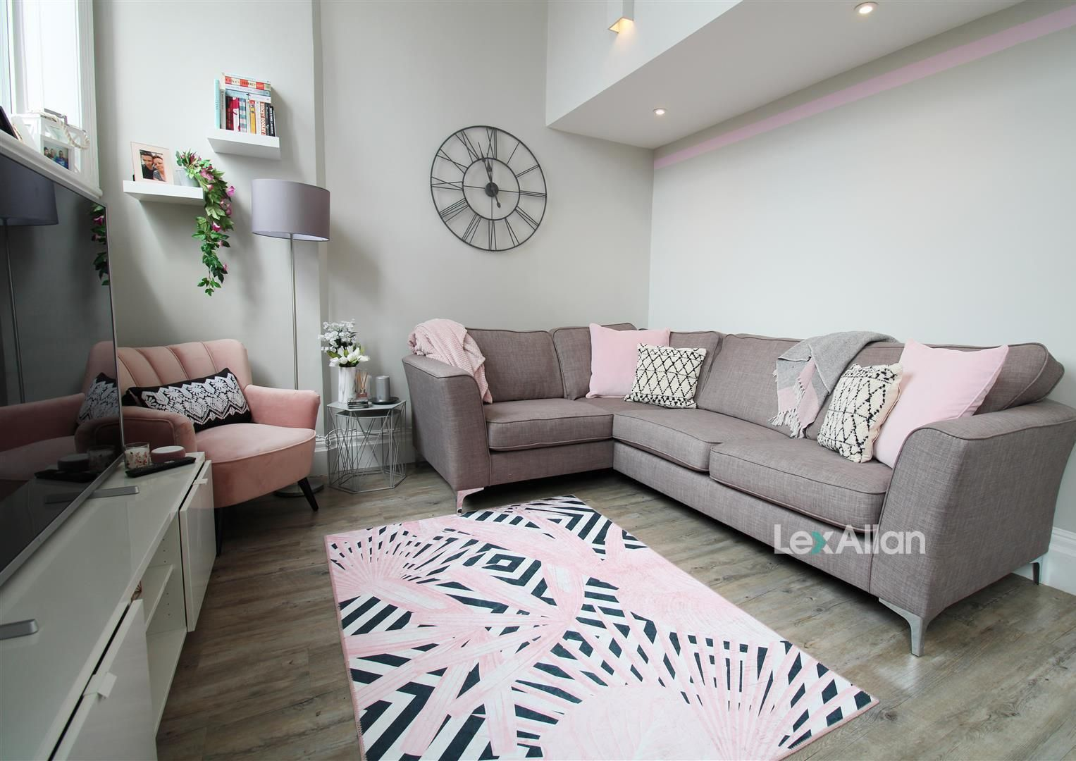 1 bed apartment for sale, DY8