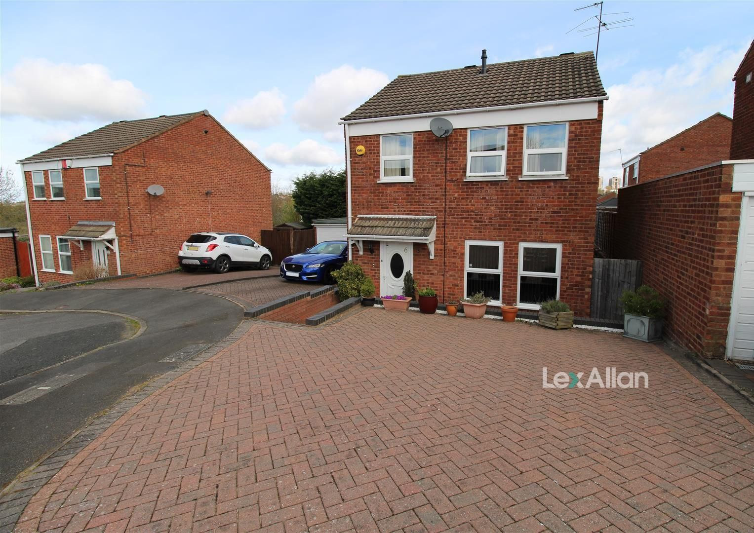 3 bed detached for sale, DY5