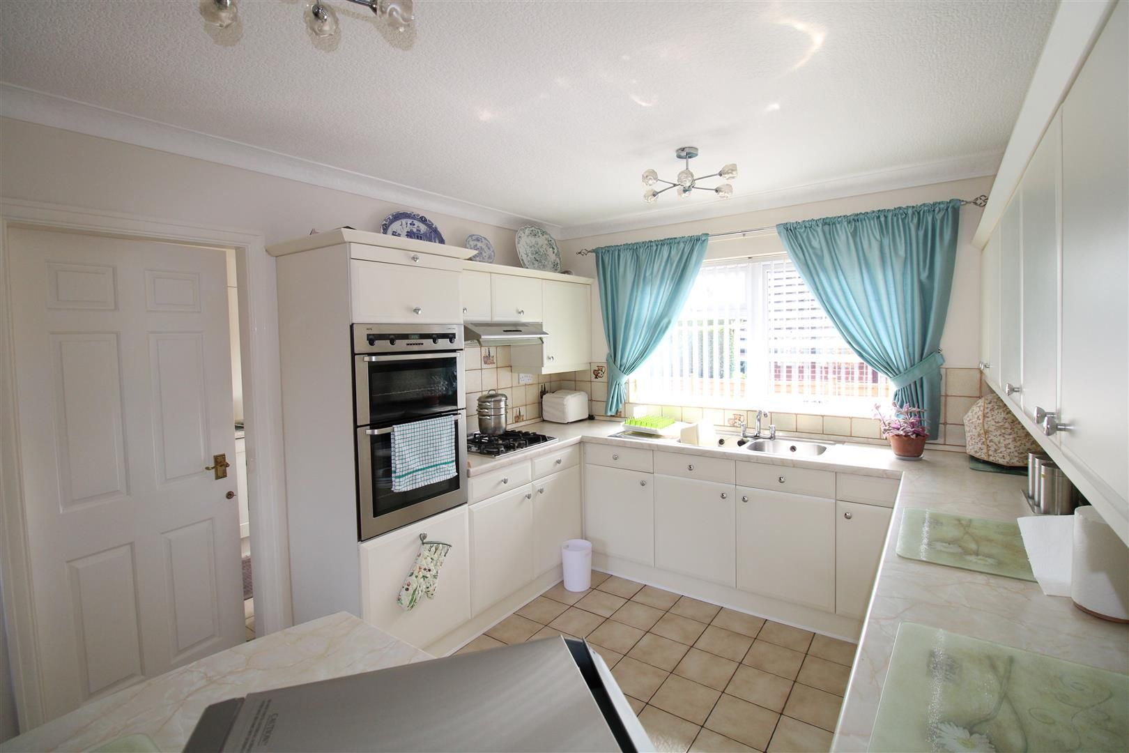 3 bed detached-bungalow for sale in Kinver 12