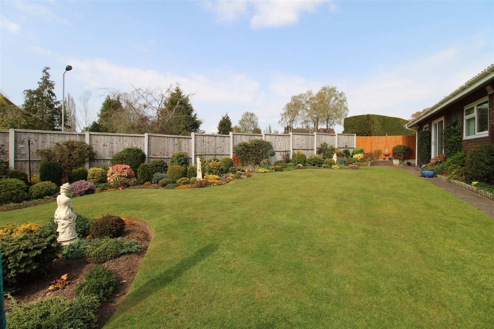 3 bed detached-bungalow for sale in Kinver 27