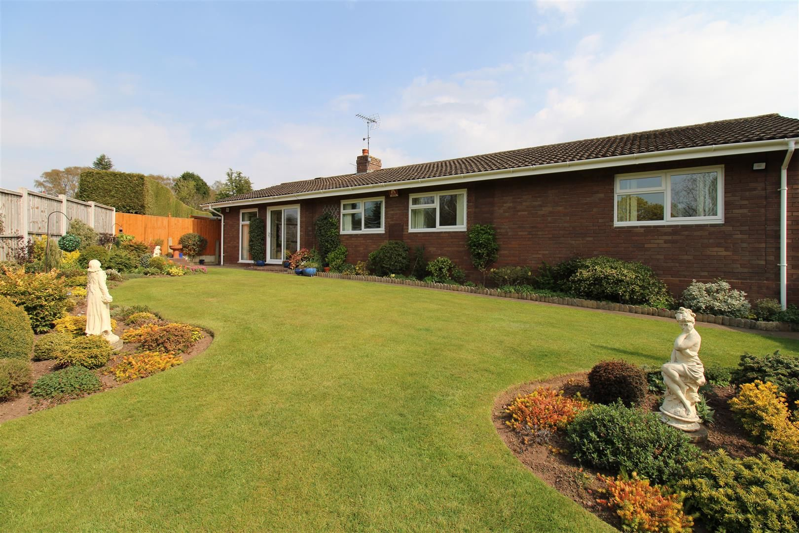 3 bed detached-bungalow for sale in Kinver 30