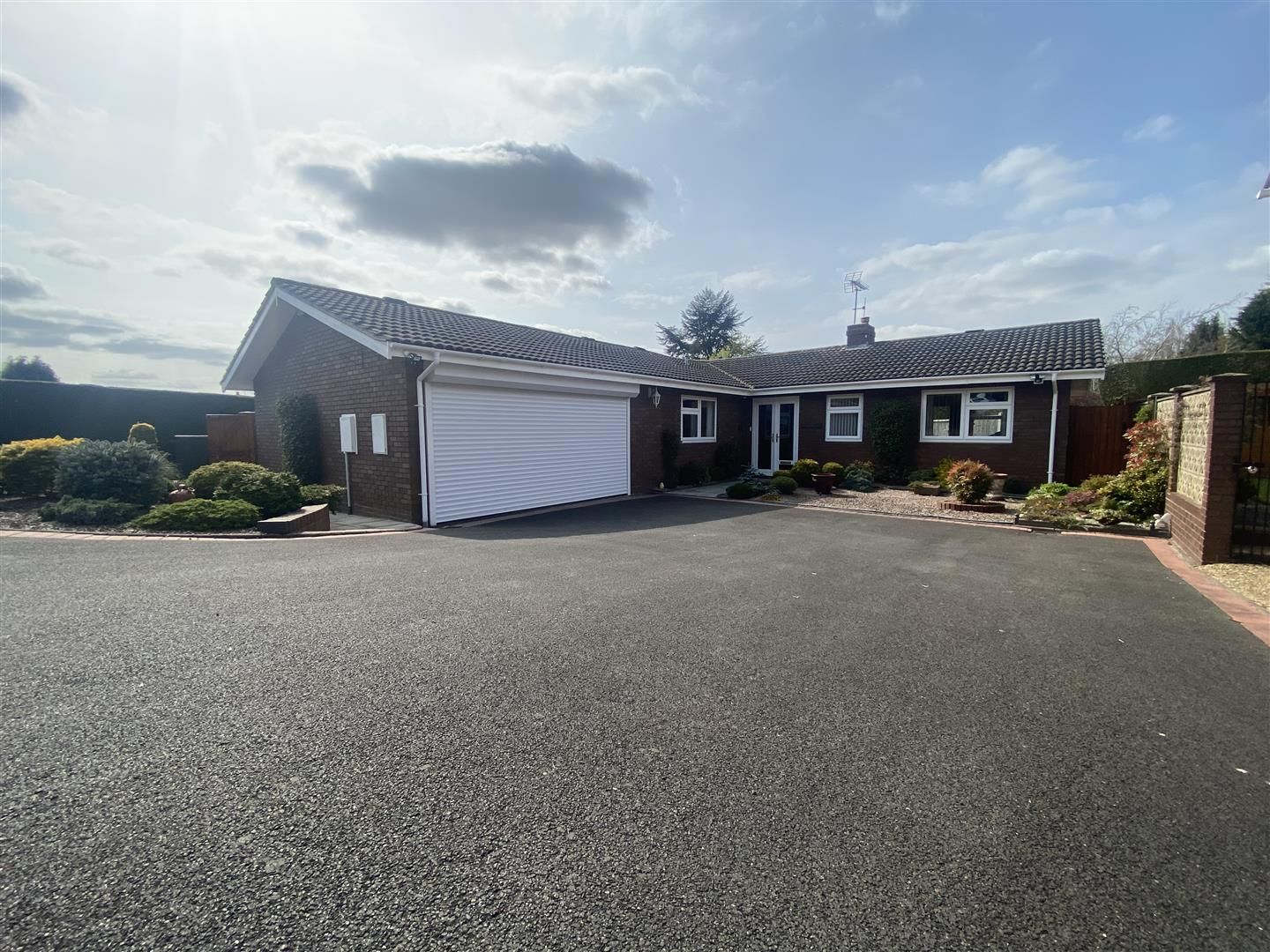 3 bed detached-bungalow for sale in Kinver 31