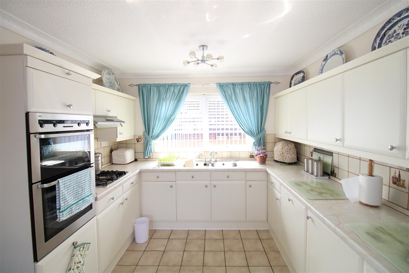 3 bed detached-bungalow for sale in Kinver 10