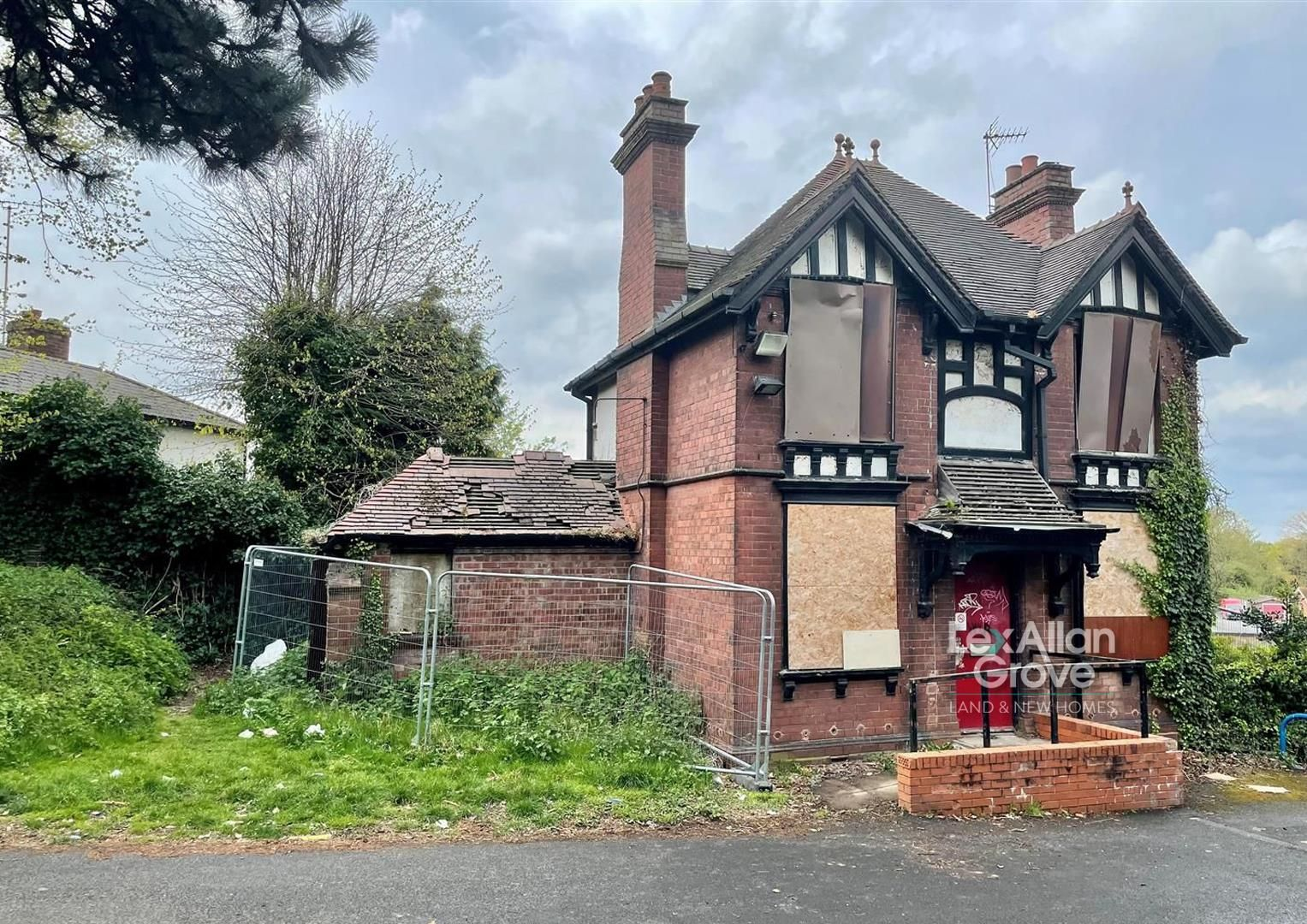 3 bed detached for sale in Amblecote 1