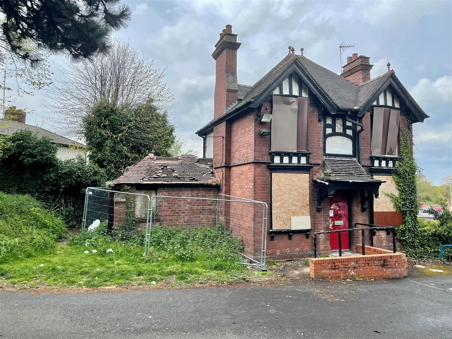 3 bed detached for sale in Amblecote 8