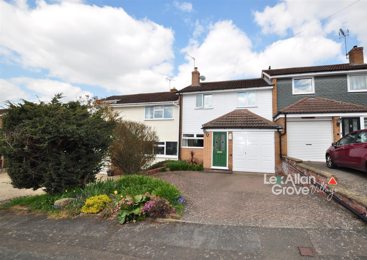 3 bed house for sale in Hagley 1