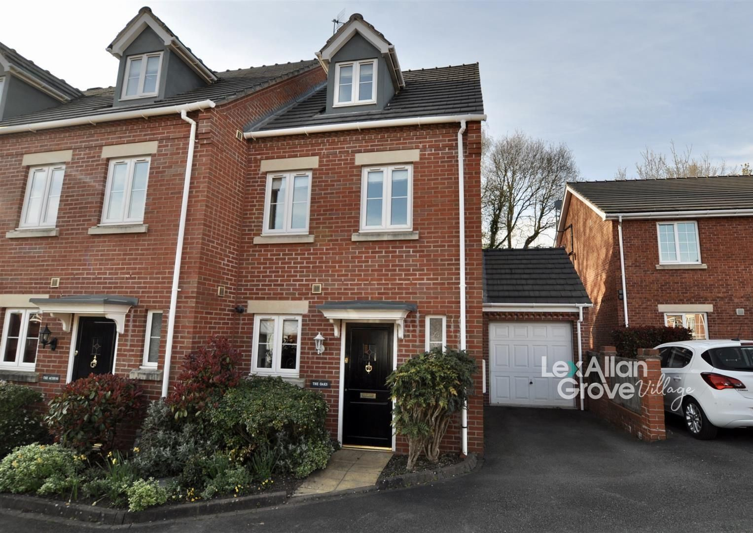 3 bed town-house for sale in Blakedown, DY10
