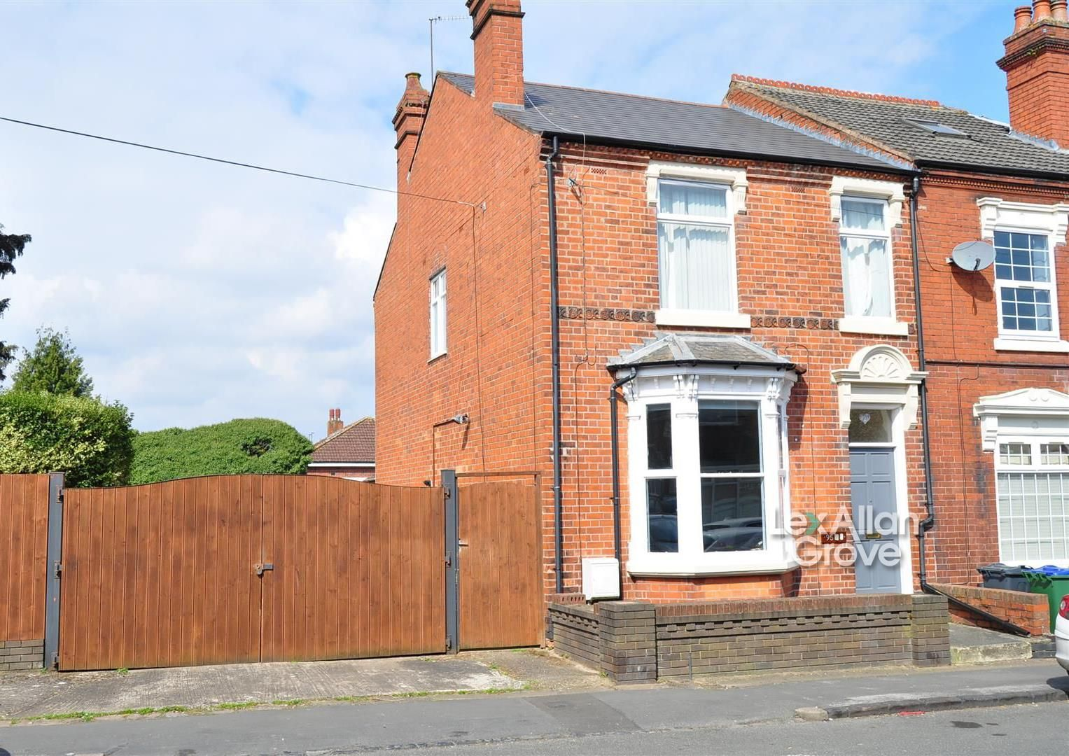 2 bed end-of-terrace for sale, B68