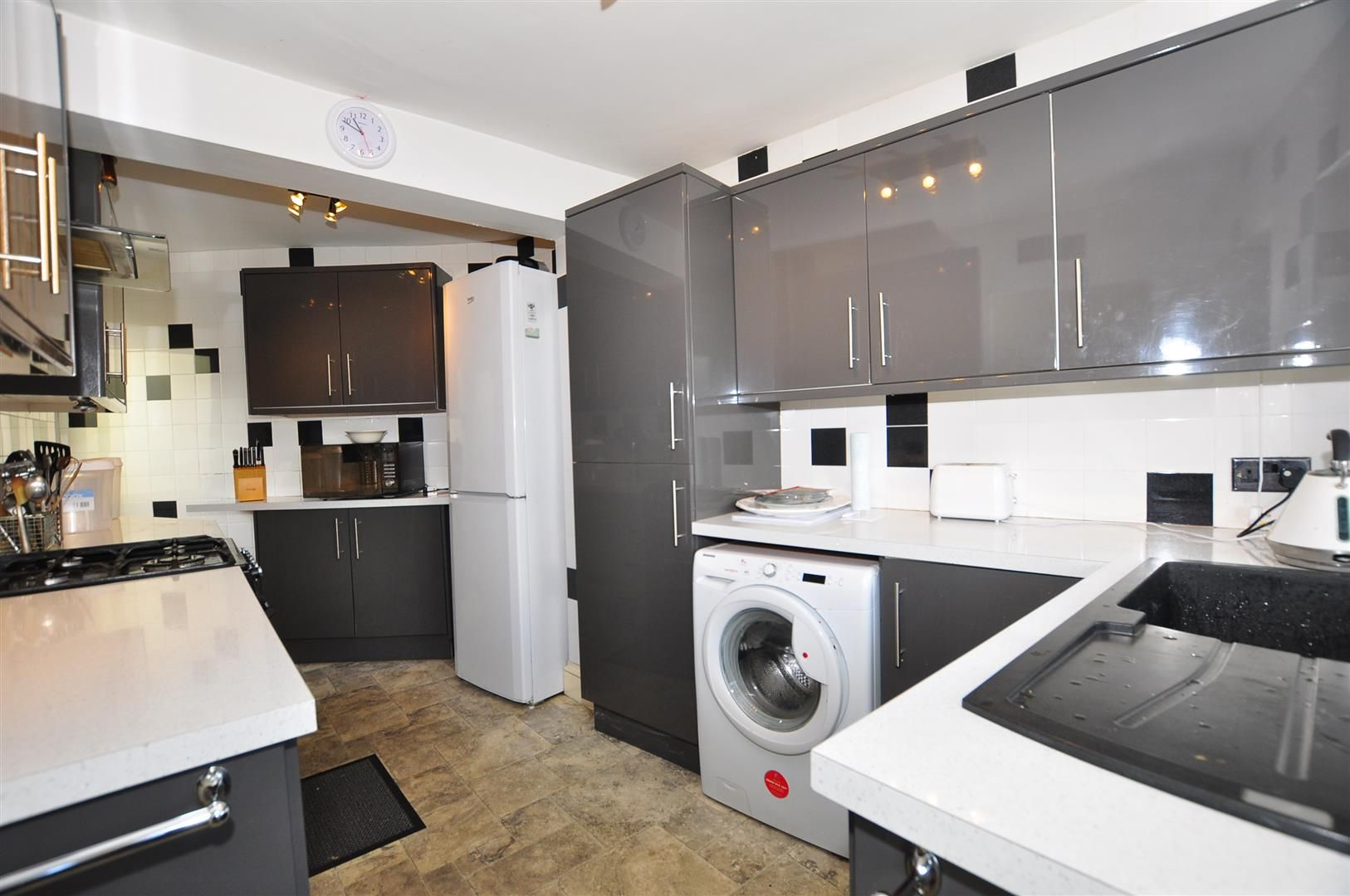 2 bed detached for sale 6