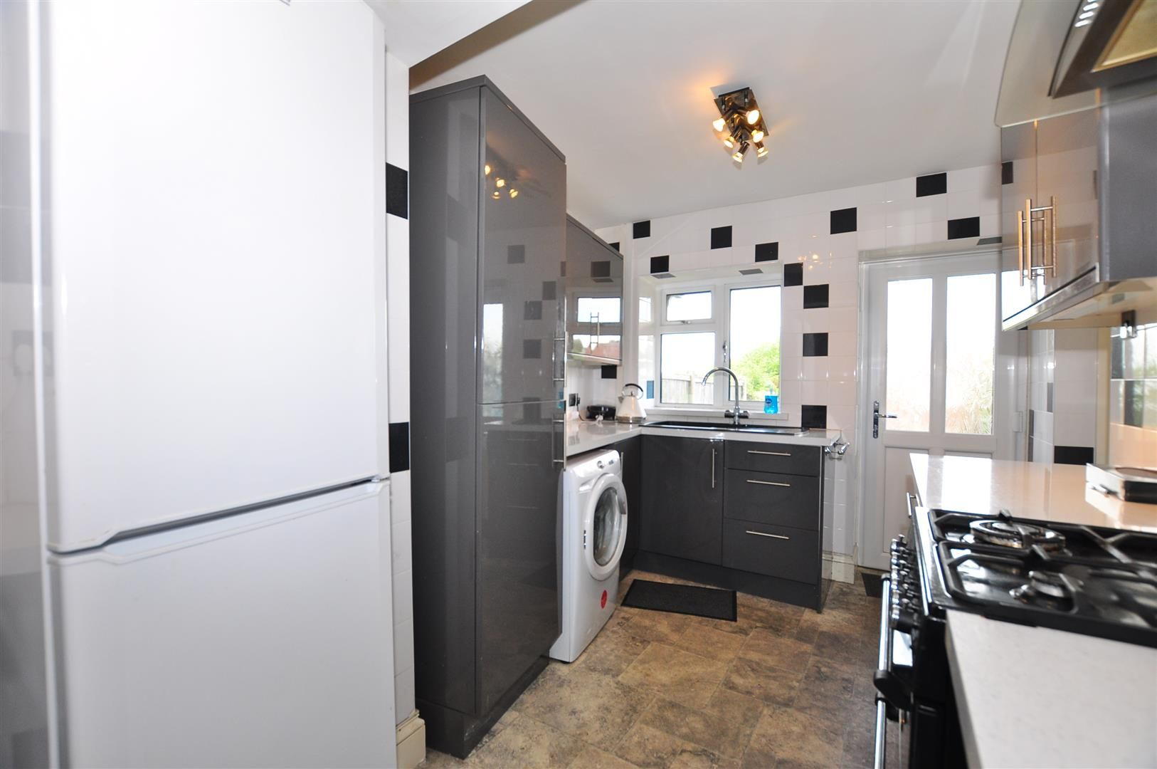 2 bed detached for sale 8