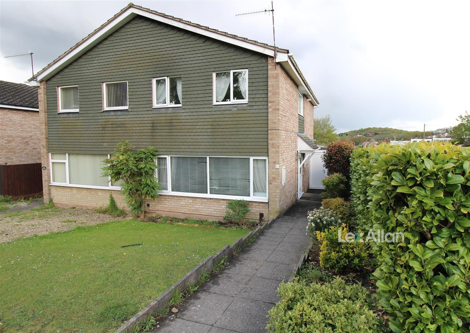 3 bed semi-detached for sale in Wordsley, DY8