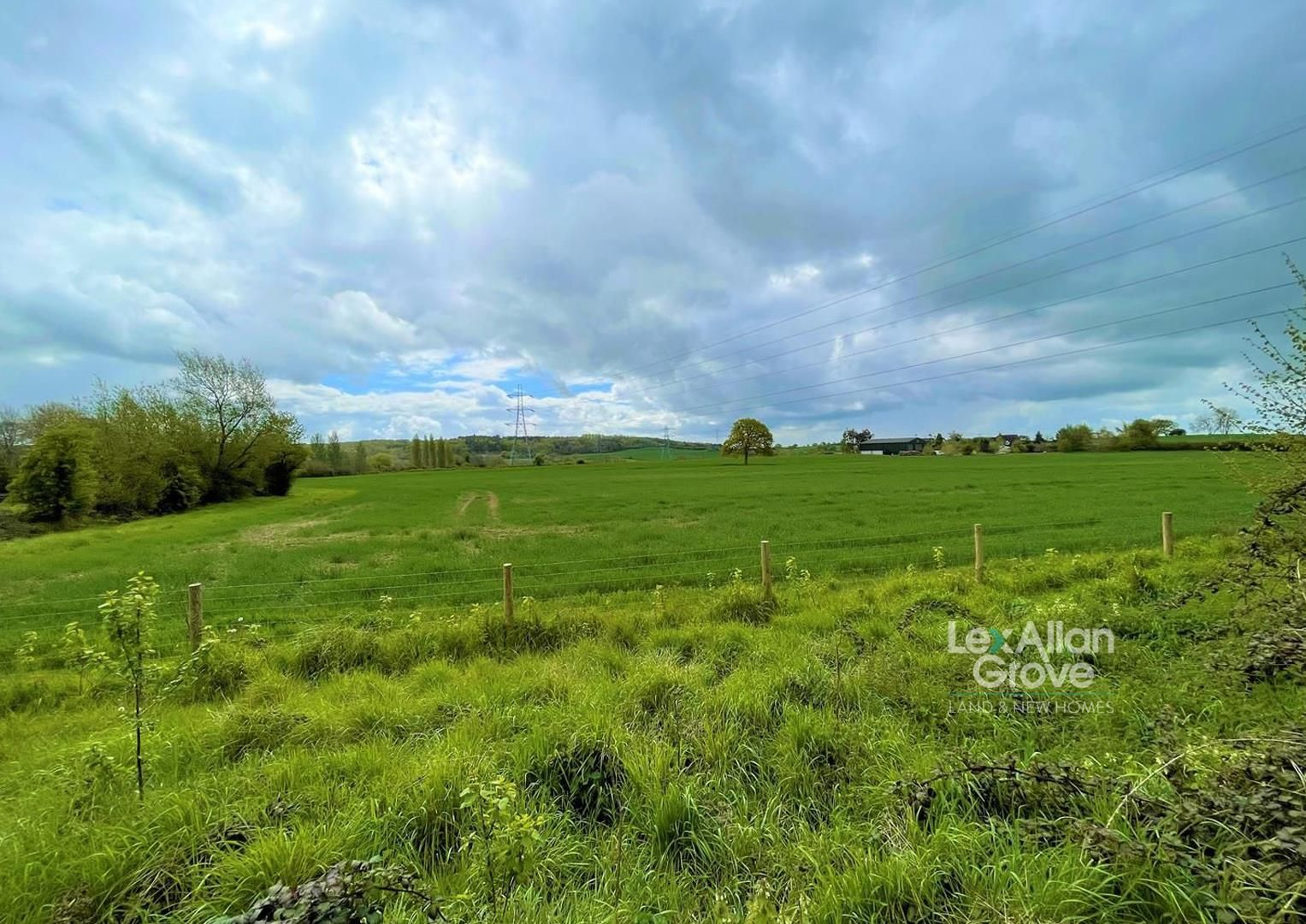 3 bed detached for sale in Chaddesley Corbett  - Property Image 1