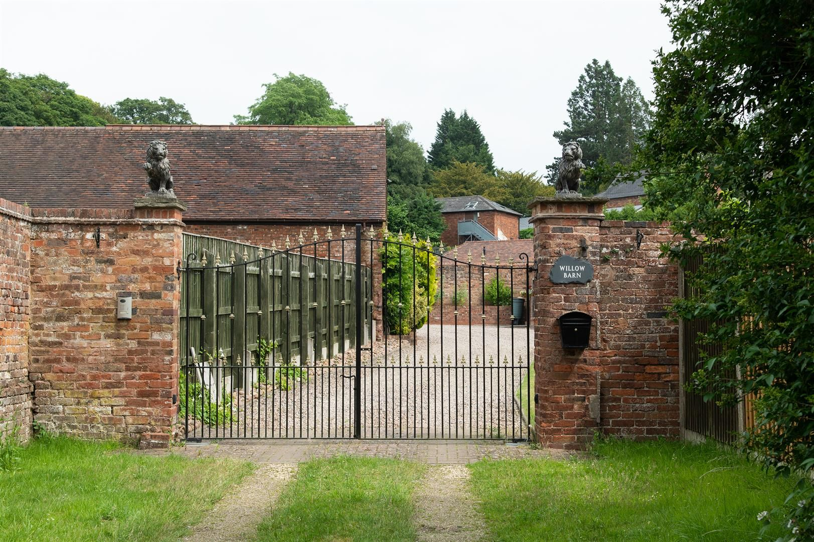 4 bed barn-conversion for sale in Wolverley 3
