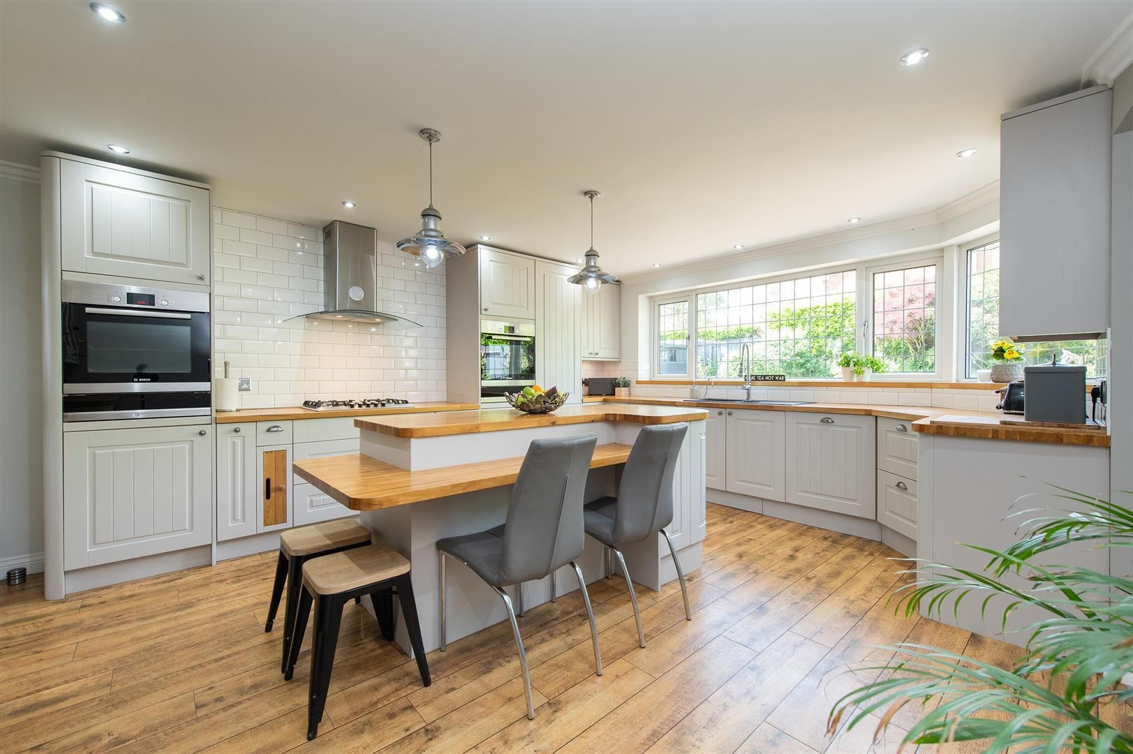 5 bed detached for sale in Hagley 12