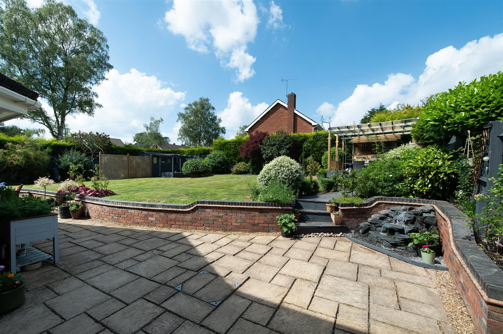 5 bed detached for sale in Hagley 32