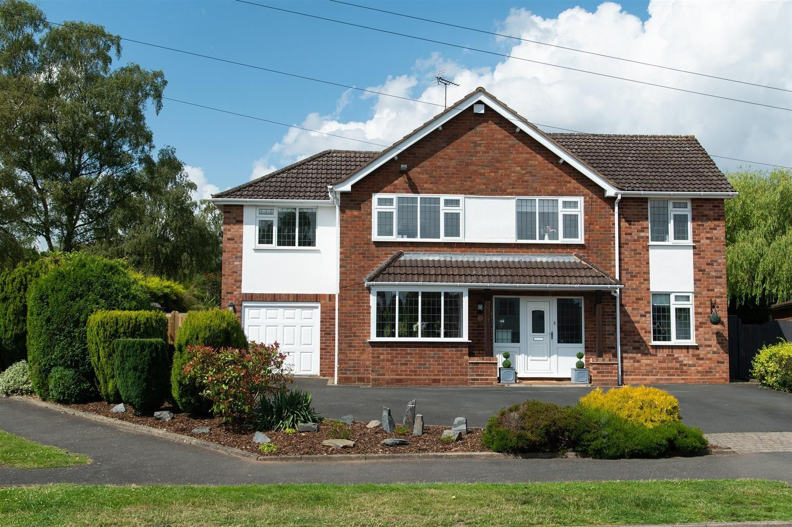 5 bed detached for sale in Hagley 37