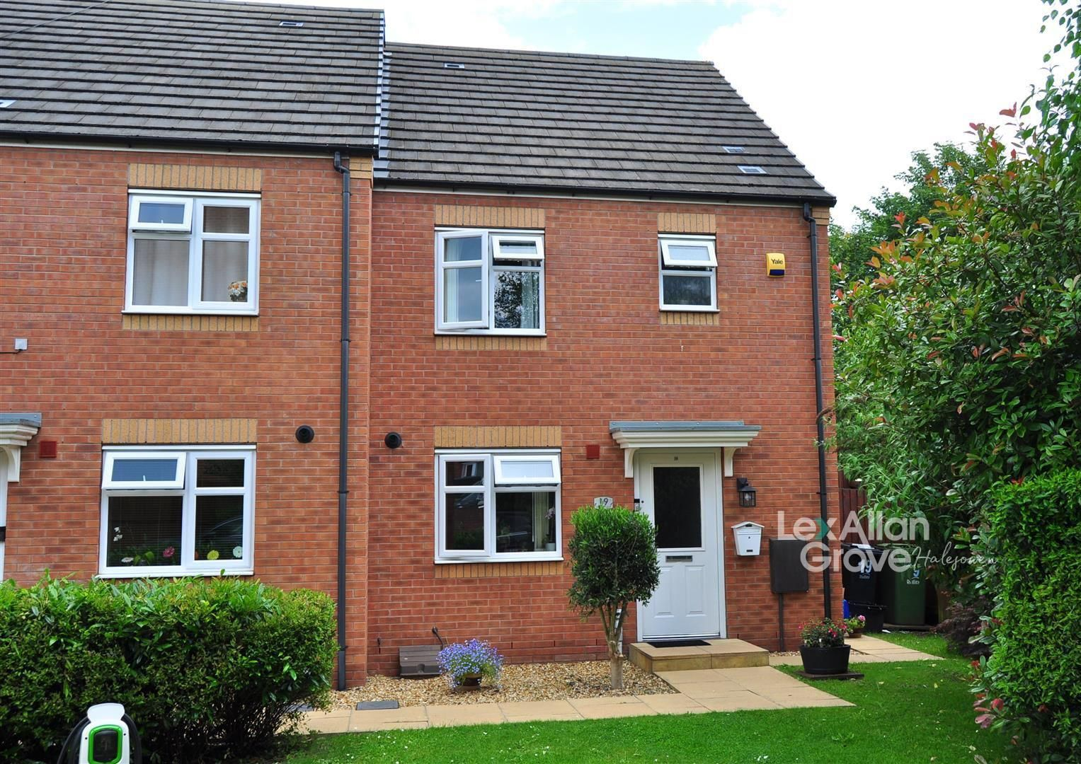 3 bed end-of-terrace for sale, B63