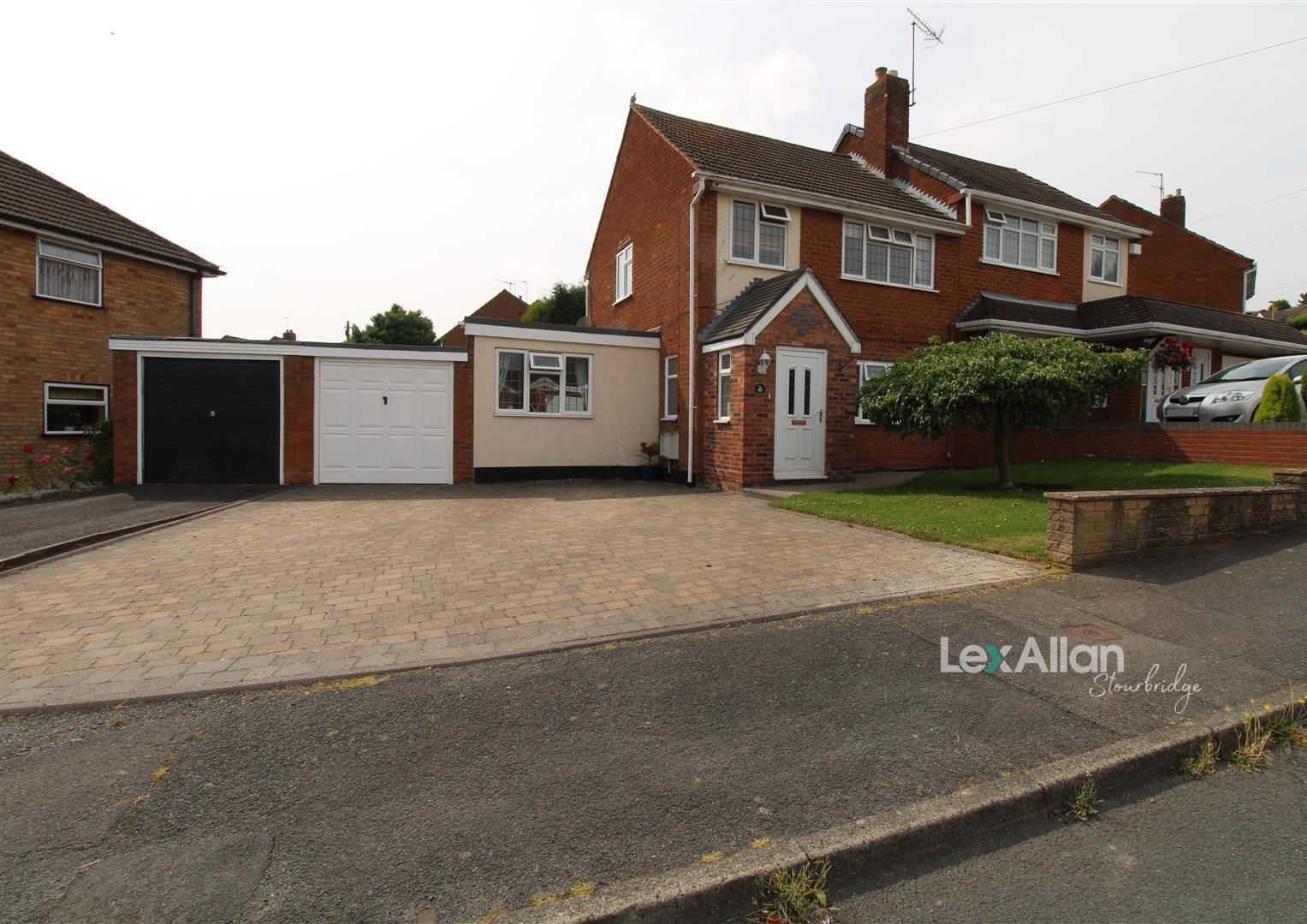 3 bed semi-detached for sale in The Straits, DY3