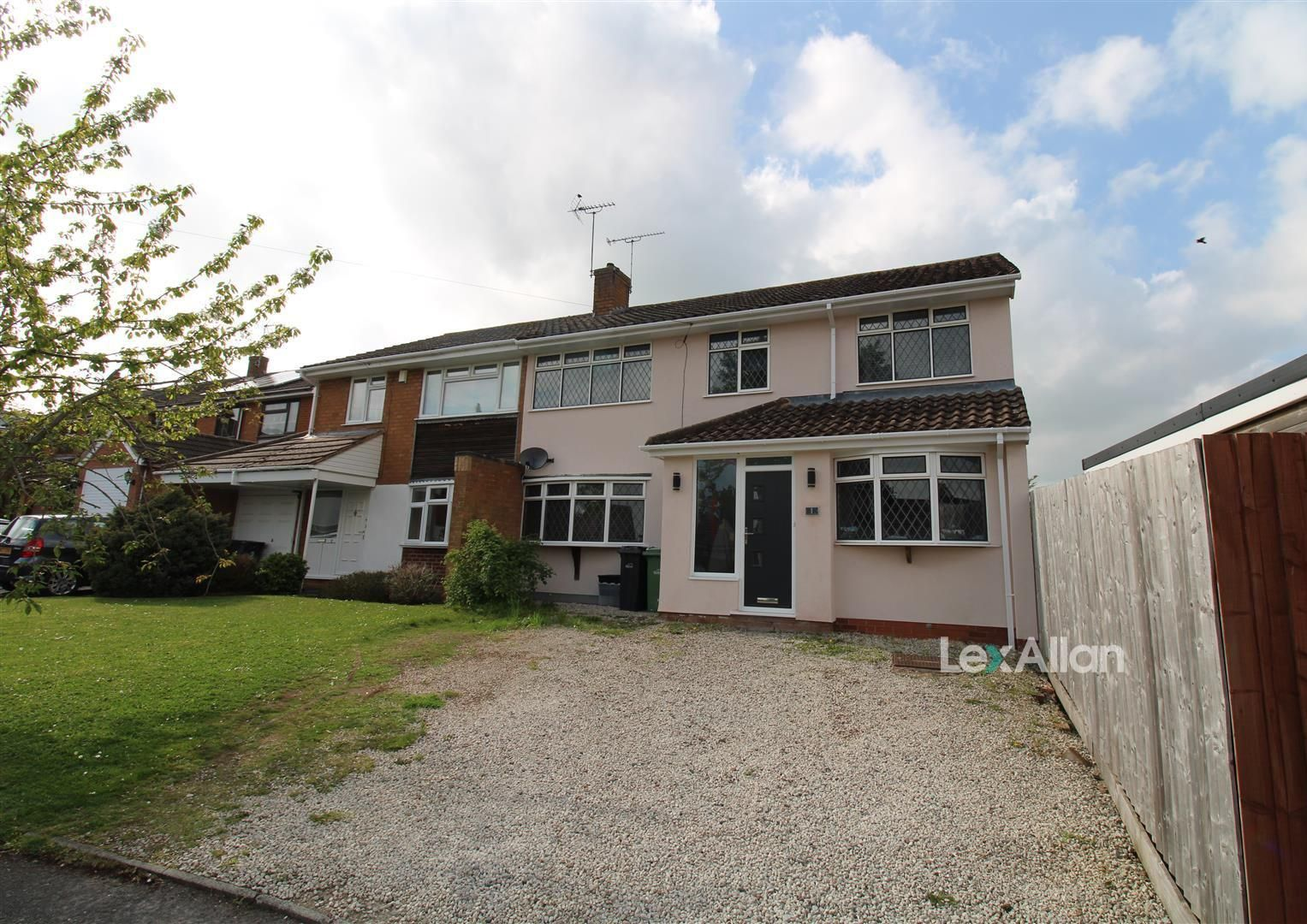 5 bed semi-detached for sale in Wollaston, DY8