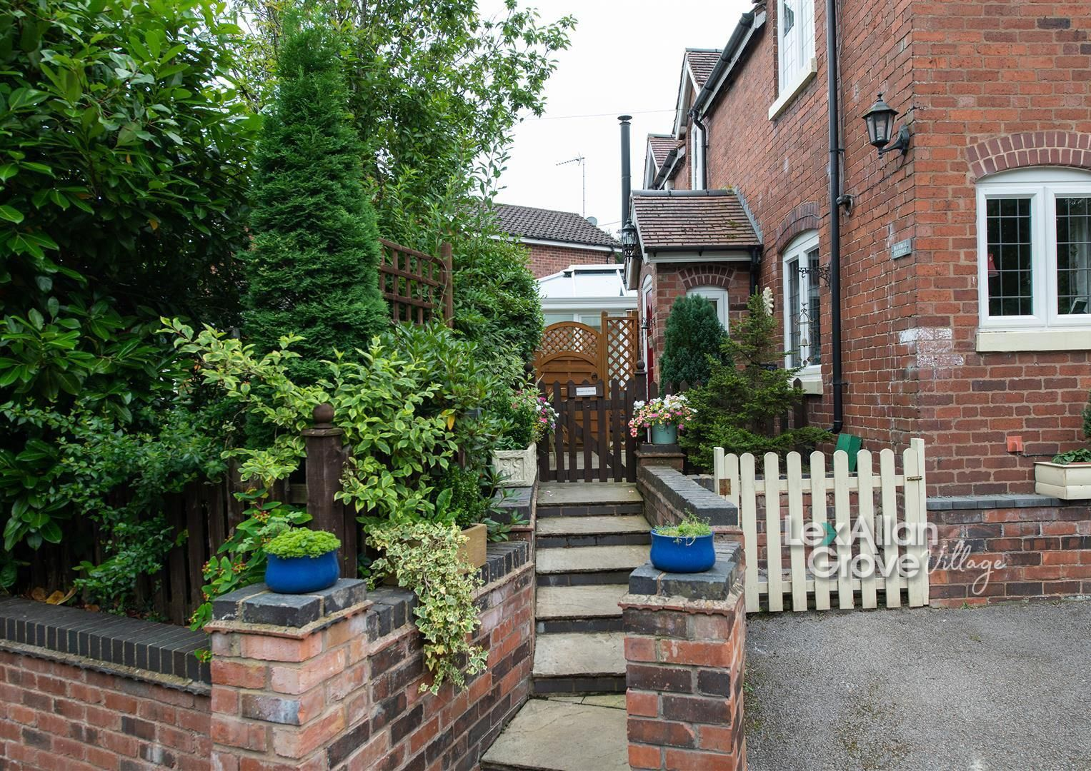 3 bed cottage for sale in Churchill, DY10