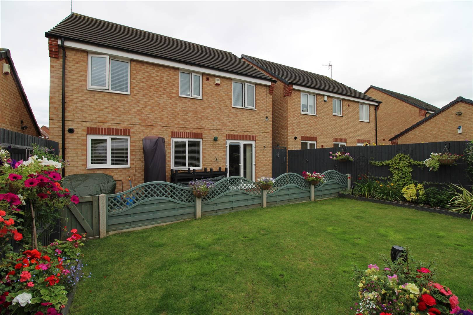 4 bed detached for sale 24