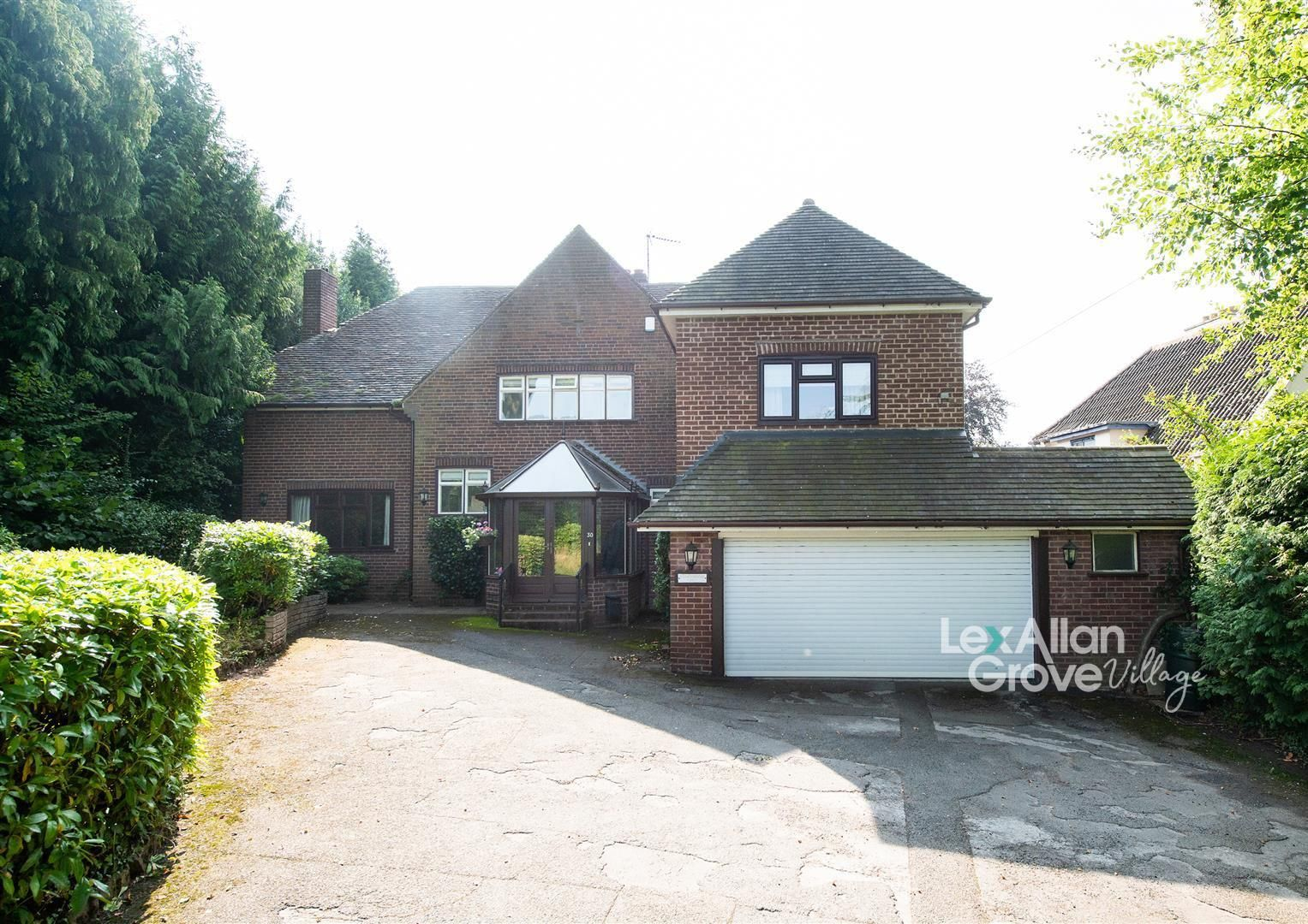 5 bed detached for sale in Hagley